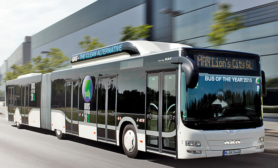 "2015: Der Erdgas-Gelenkbus MAN Lion's City GL CNG ist ""Bus of the Year""."